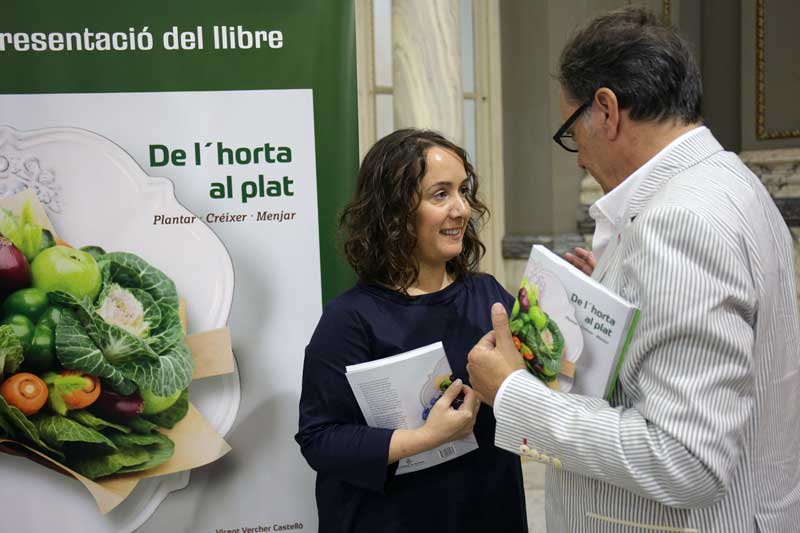 Glòria Tello y Vicent Verger en la Presentación de 'De l'horta al plat. Plantar, crèixer, menjar'