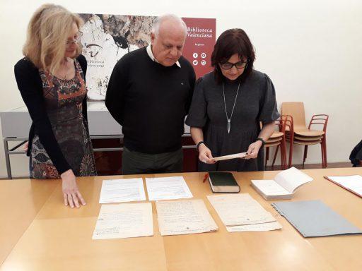 Rafael Solaz dona documents de Blasco Ibáñez a la Biblioteca Valenciana
