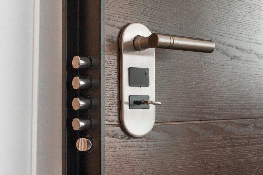 puerta antiokupación